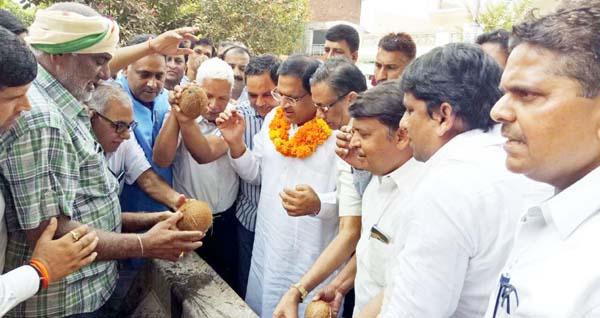 उद्योग मंत्री गोयल ने आरएमसी सडक़ निर्माण कार्य का शुभारंभ किया